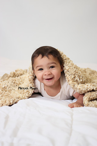 Just a blanket | Milestone Session | Manitowoc Childrens Photographer