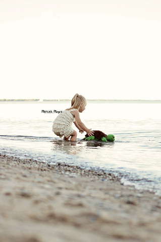 Beaches and Turtles | Manitowoc Childrens Photographer