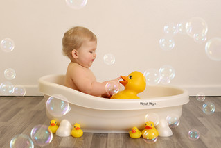 Ducks and bubbles! | Manitowoc Childrens Photographer