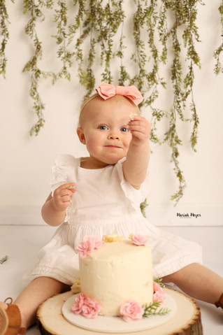 One Year Means Cake! | Manitowoc Childrens Photographer
