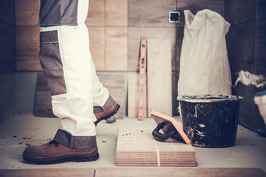 worker-remodeling-bathroom-XU83Y5H.jpg