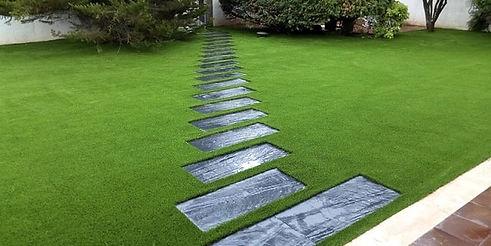 cesped-artificial-jardin-arpasa.jpg