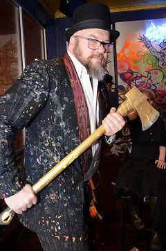 Chicago Contemporary Artist Allen Vandever, The axe man, ax man, tophat axe