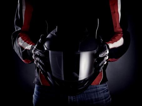 Acidente deixa motociclista ferida e causa confusão no Centro de Blumenau