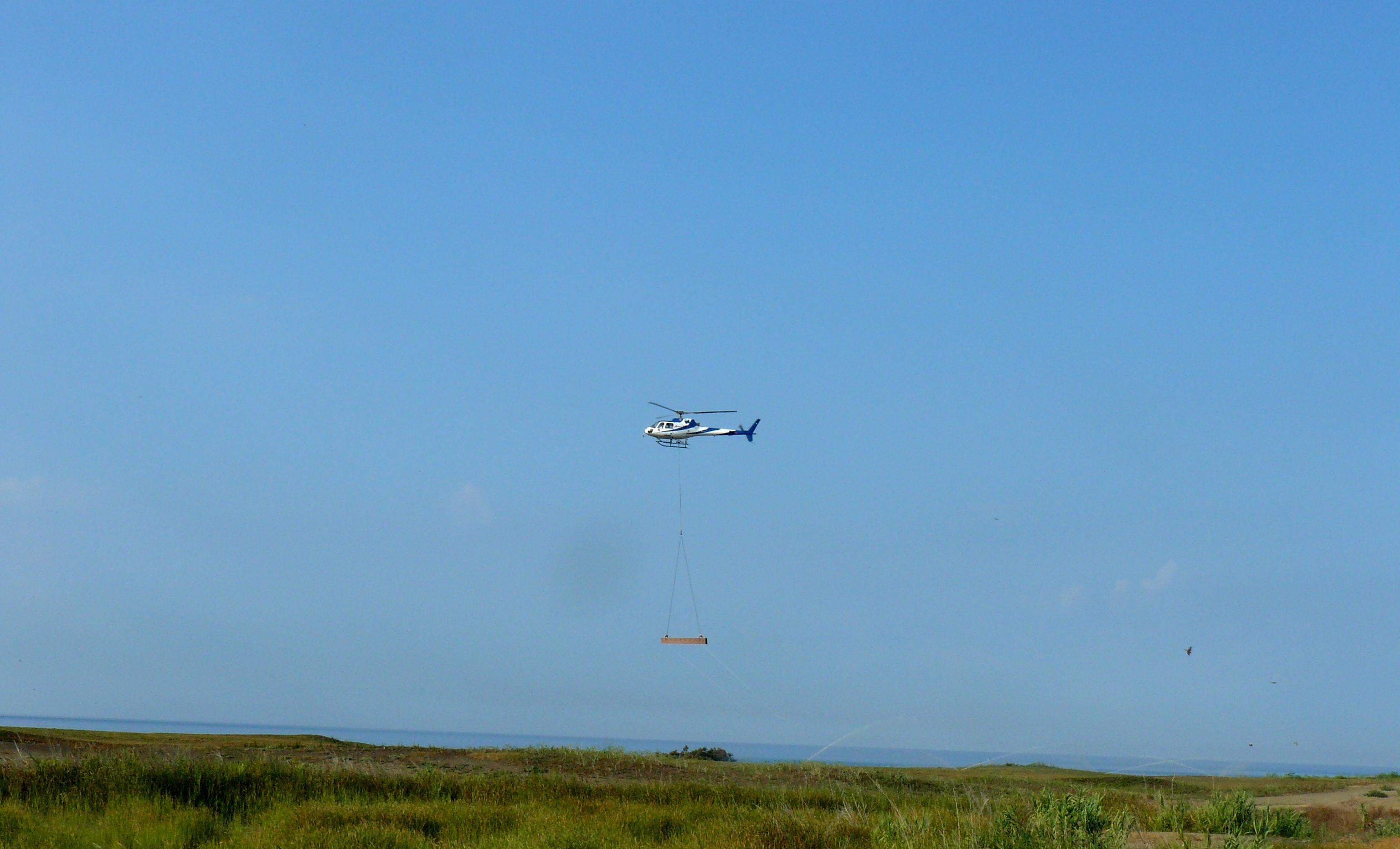 sollevamento strutture in legno con elicottero.JPG
