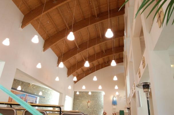 chiesa tetto legno  curvo.JPG