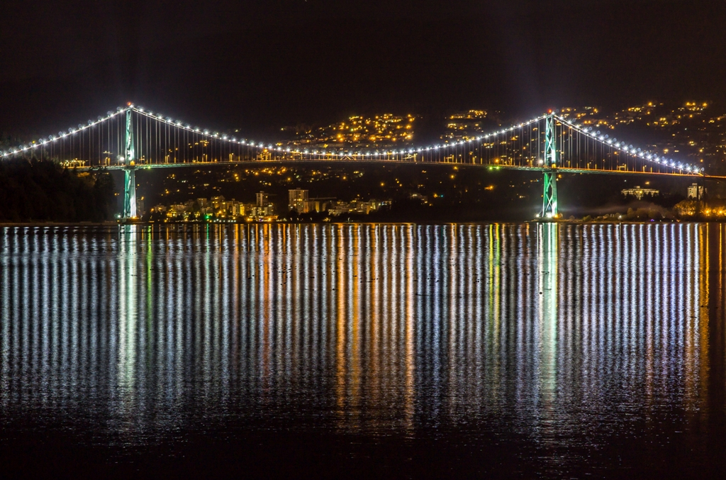 Vancouver-Lions Gate Bridge at Night