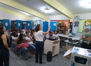 Regina Neves faz palestra na Escola Pintor Lauro Villares