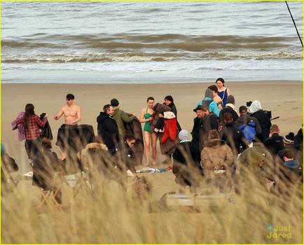 Saoirse Ronan films on Curracloe Beach