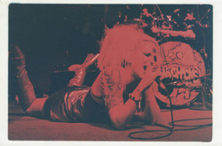 live_Theo red light  singing on the ground 1996 Shannon Castleman