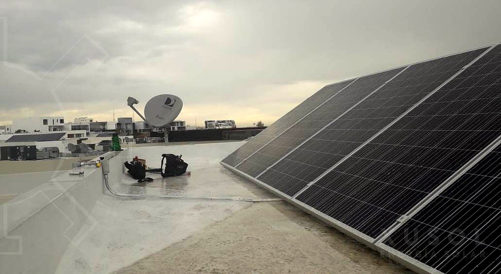paneles solares en días nublados