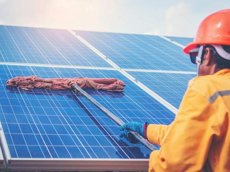 ¿Qué mantenimiento requieren mis paneles solares?