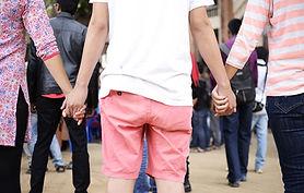holding-hands-858005_1280.jpg