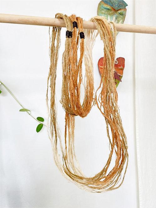 Colar fio de seda