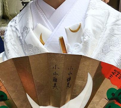 Hakoseko (a box shaped accessory) and Futokorogatana (a dagger)