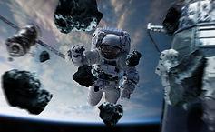 astronauta-trabajando-estacion-espacial-