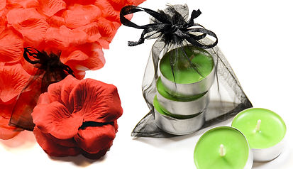 Candles scented and red silk love petals