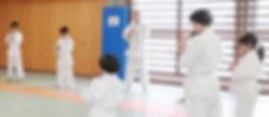 小学生の稽古(少年部)_小手返しの稽古をする小学生@目黒区立中央体育館武道場(武蔵小山)