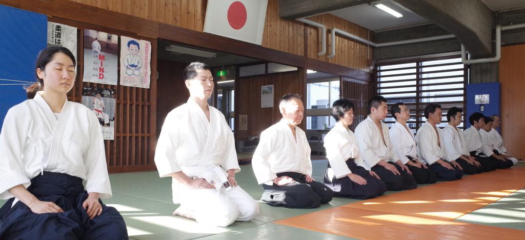 稽古終了時の瞑想_@目黒区立中央体育館武道場