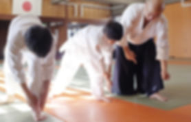 小学生の稽古(少年部)_受身の稽古をする小学生@目黒区立中央体育館武道場(武蔵小山)