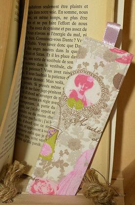Marque-page motif parisienne rose