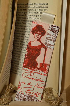 Marque-page parisienne rouge ruban ecru.