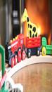 Les jouets métaphysiques : le train en bois