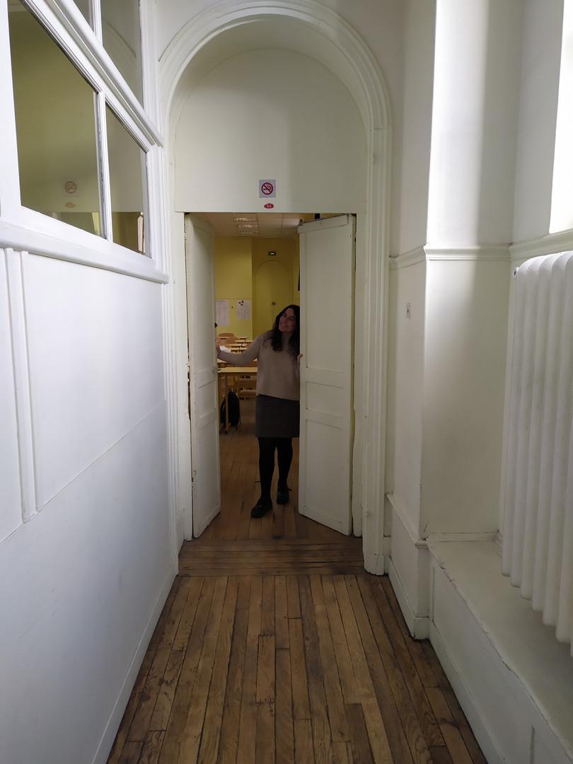 Alice : «À louer : Appartement Paris 8, environ 45m² de culture littéraire, des voisins très agréables, avec une grande entraide ! Bâtiment charmant, quartier convivial, proche des transports.  À ne pas manquer ! ».
