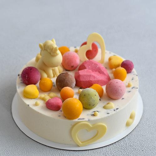 Торт-мороженое с фигуркой из шоколада