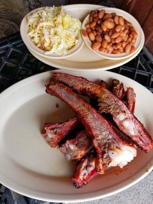 dans-bbq-restaurant-ribs-barbecue-smokin