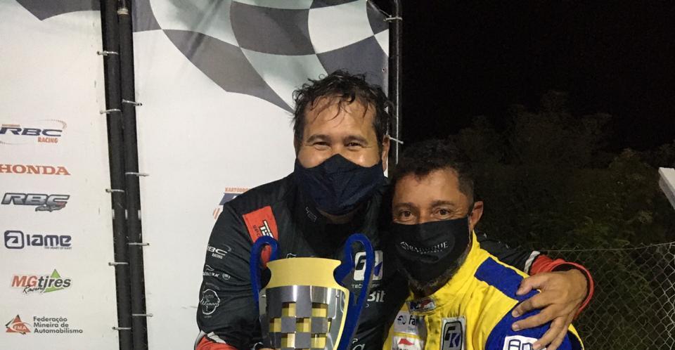 Entrega do troféu para o 5º Lugar, o piloto Marcos Paulo