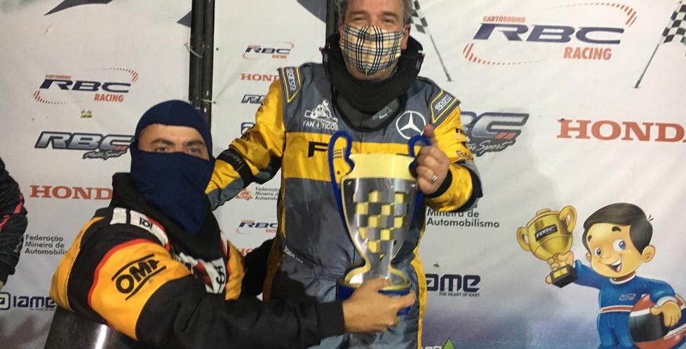 Entrega do troféu para o Vice Campeão, o piloto Cacau Nunes