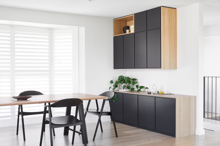 Arvenis Cres Balgownie, Dining & Credenza