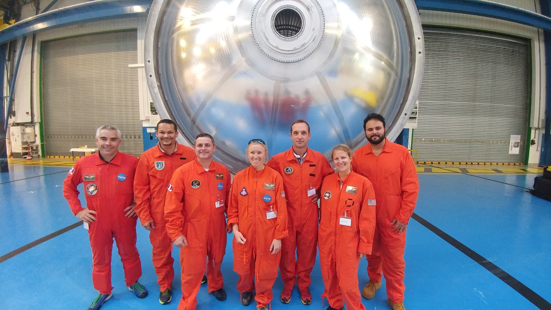 Combinaisons astronaute orange.jpg