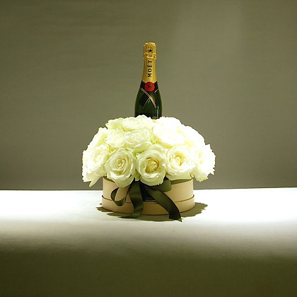 Champagne Delux White Rose Gift Box
