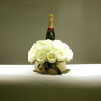 Champagne Delux White Rose Gift Box