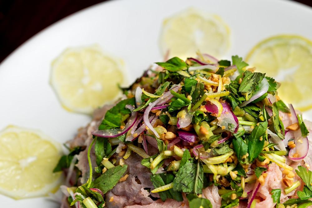 Bo Tai Chanh (Lemon medium-rare beef served with sauce)