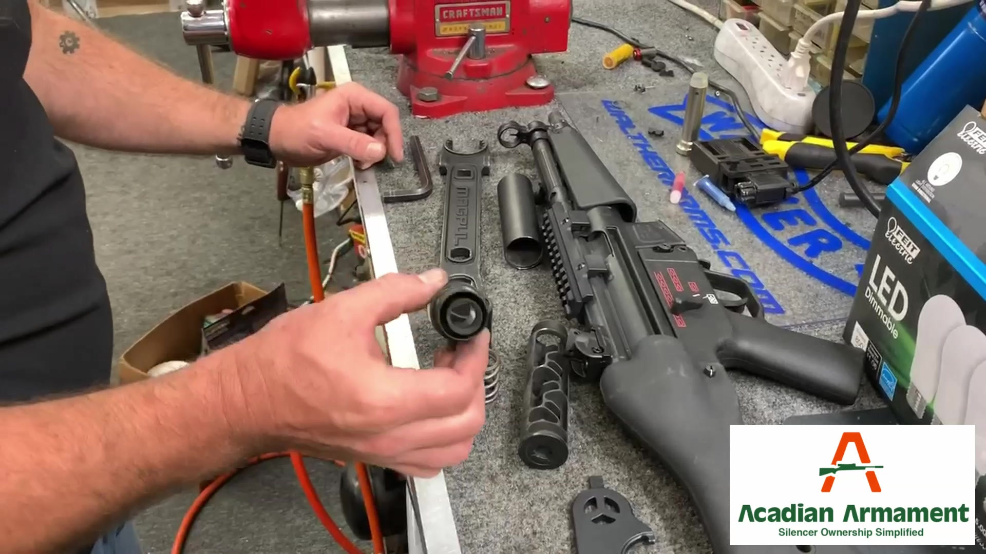 Disassembling the D9 - First impression from Dave's Gunshop