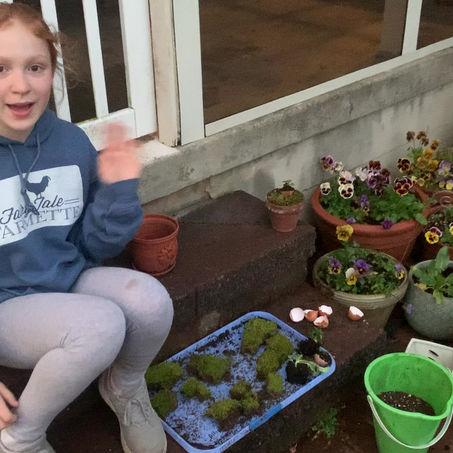 Farmette kids plant an Easter flower pot