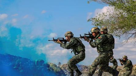 Teorias da conspiração não salvarão a América de uma guerra com a China