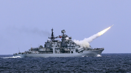 Porta-aviões chineses em ação -  navios americanos fogem