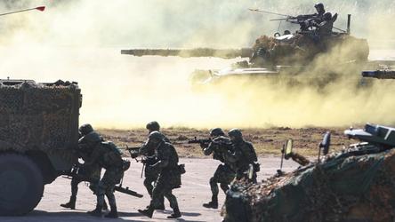 Taiwan organiza exercícios militares enquanto a China sanciona autoridades dos EUA