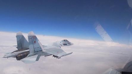 Caça russo quase abateu avião de reconhecimento dos EUA que tentou entrar no espaço aéreo da Crimeia