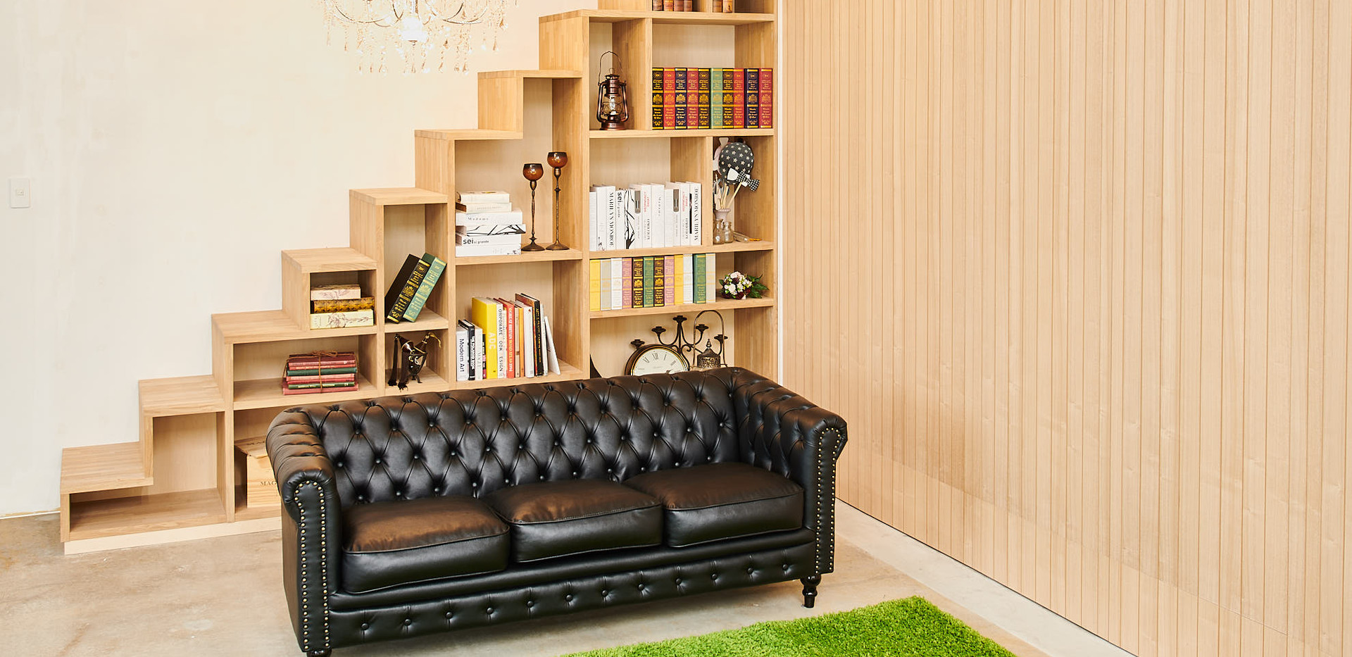 本棚階段と木製壁面