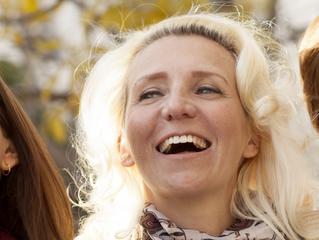 Porcelana X Resina: Qual material é melhor para a reabilitação oral