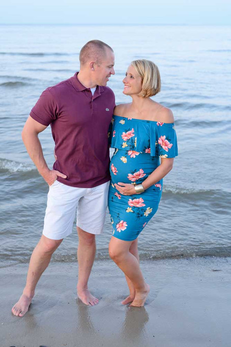 More tips for Maternity photoshoot outfits.