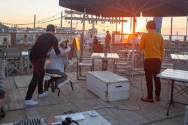 Stoelmassage & sunset.Foto Fleur Huijsde