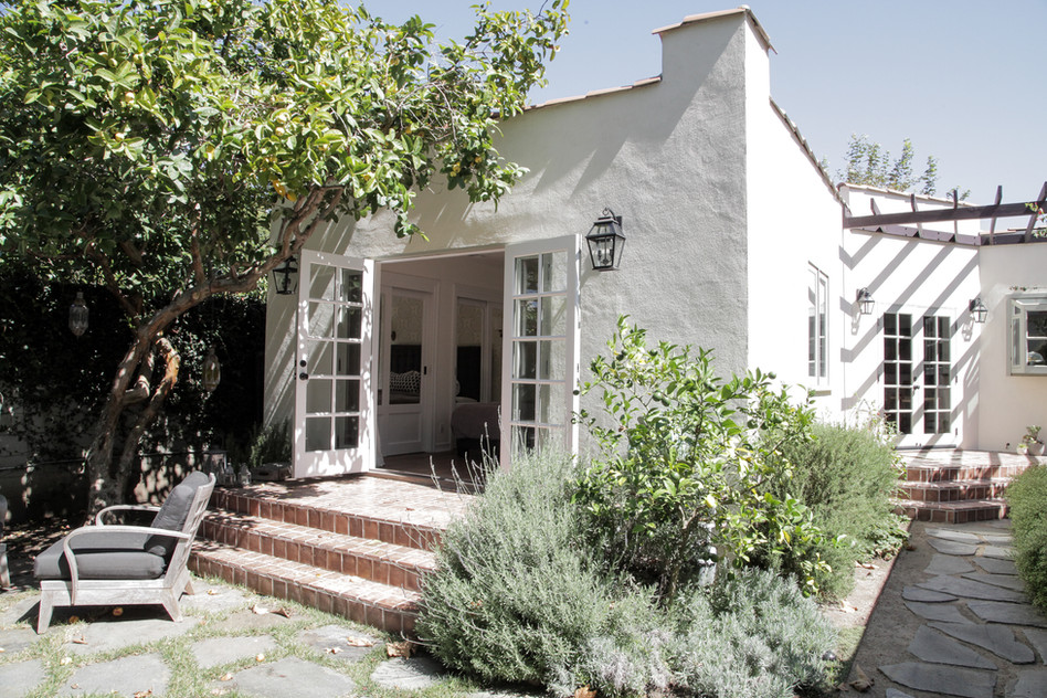 Venice, Ca landscaping with southern California plants and vines by Lilly Walton Design