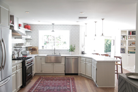 Light and airy kitchen remodel with open floorplan by Lilly Walton Design