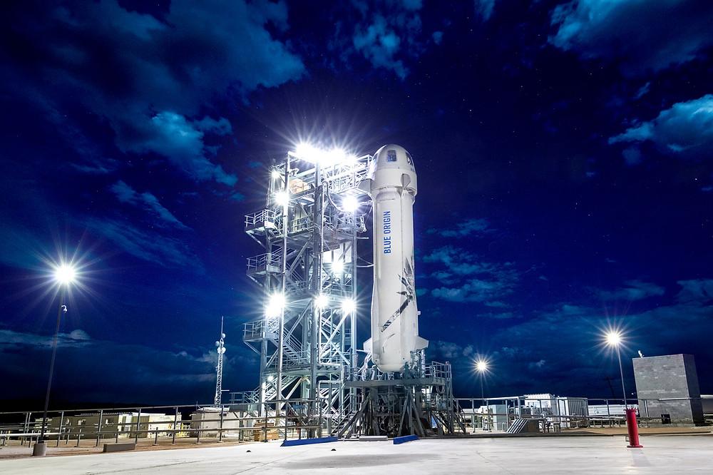 """Die Blue Origin Rakete """"New Shepard"""" mit einer Kapsel für 6 Passagiere an der Spitze"""